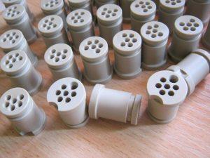 PEEK konektory toczenie CNC 02 300x225 - PEEK-konektory-toczenie-CNC-02