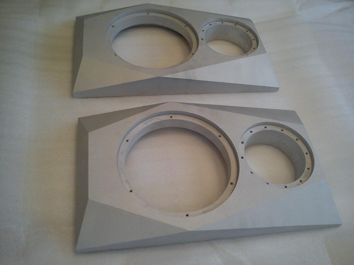 aluminiowe obudowy glosnikow frezowanie CNC 03 - Realizacje detale, elementy maszyn i urządzeń, urządzenia