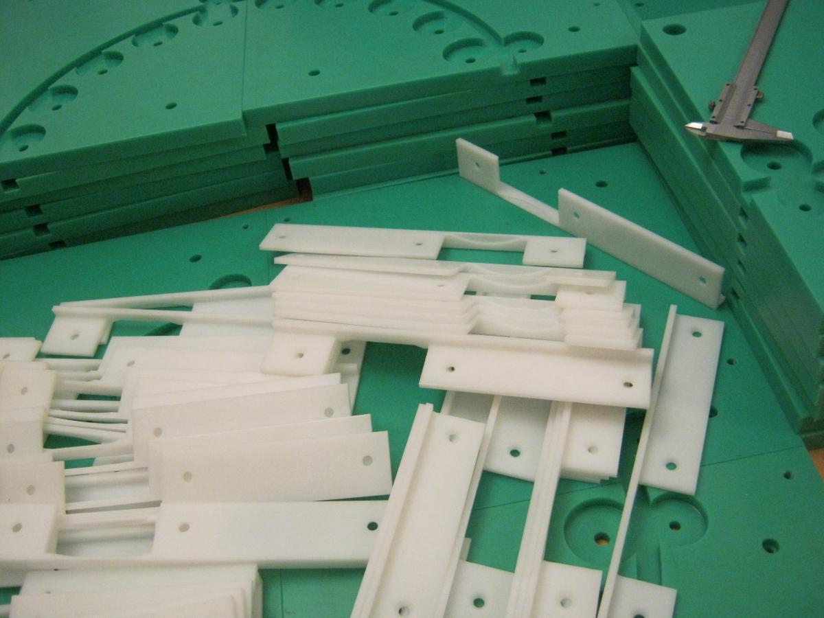 plyty transportowe PE frezowanie 03 - Realizacje detale, elementy maszyn i urządzeń, urządzenia