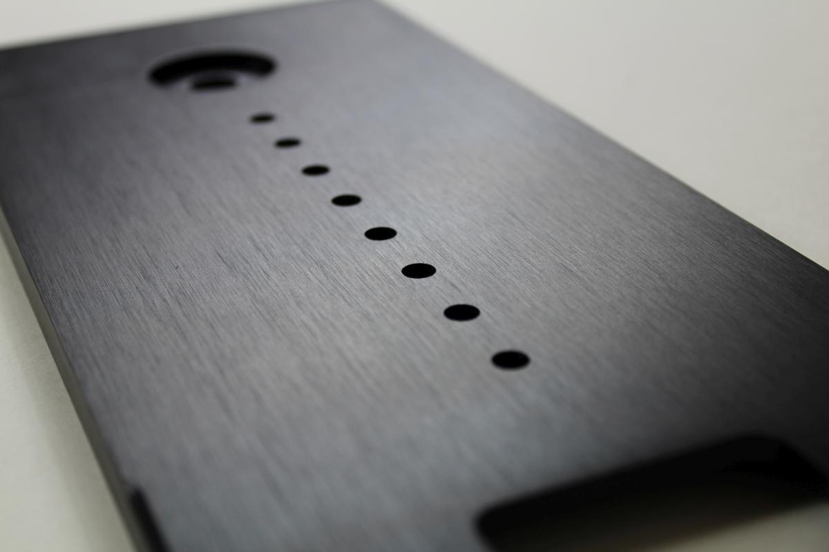 szczotkowane anodowane panele audio 01 - Produkcja detali