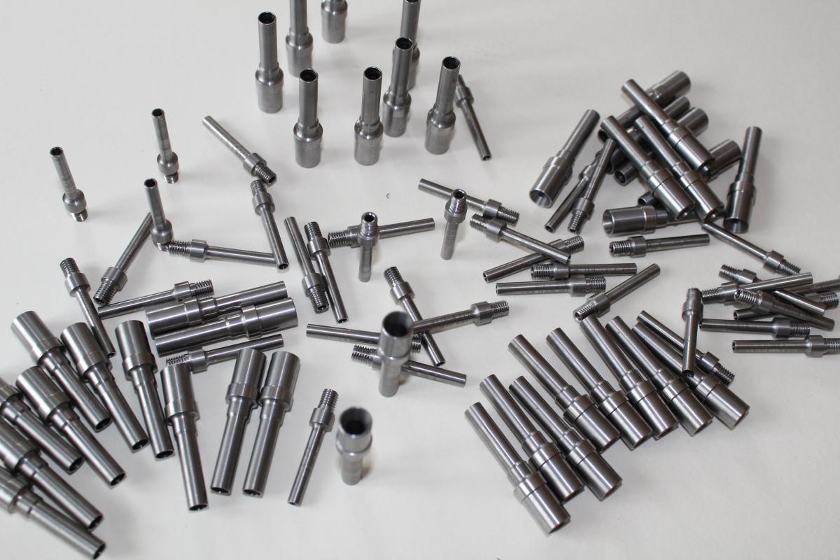 toczenie CNC dysze kwasoodporne 03 - Realizacje detale, elementy maszyn i urządzeń, urządzenia