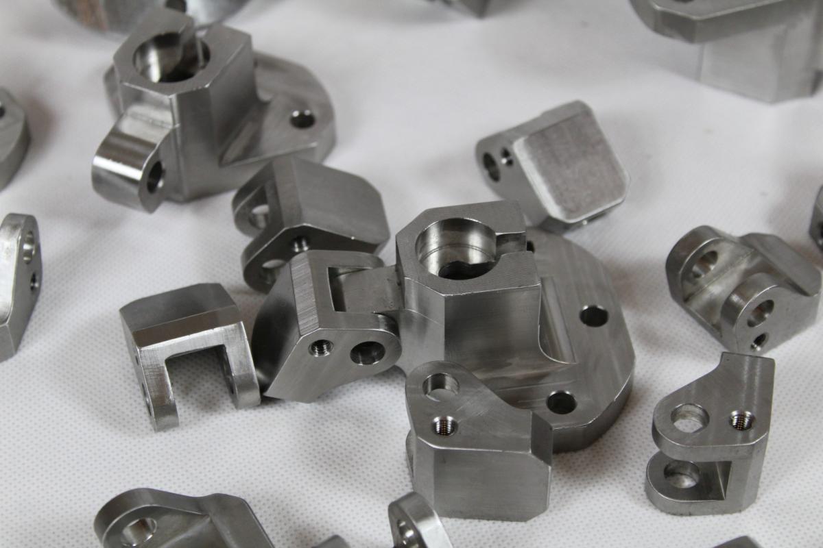 uchwyty kwasoodporne 316 frezowanie 01 - Produkcja detali