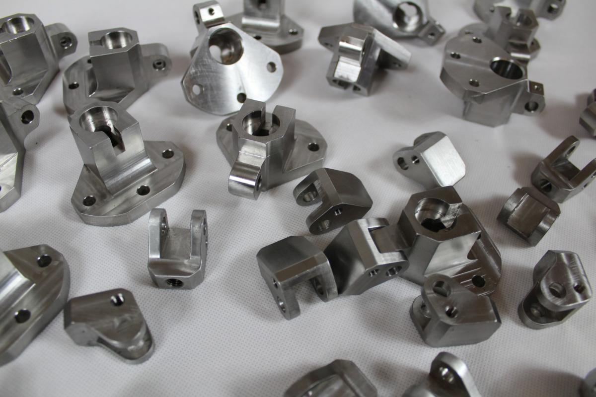 uchwyty kwasoodporne 316 frezowanie 02 - Realizacje detale, elementy maszyn i urządzeń, urządzenia